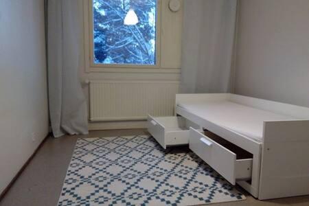 Stay in a House 15min Airport FREE Laundry & Sauna - 萬塔(Vantaa)