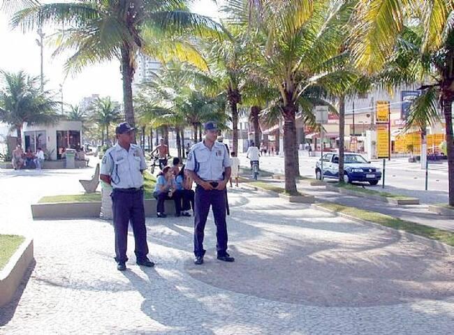 Policiamento diário, um lugar seguro para aproveitar.