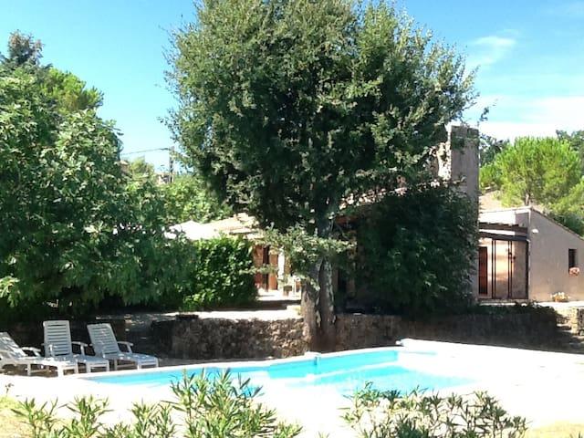 Zonnig verblijf met zwembad voor u! - Bagnols-en-Forêt - Aamiaismajoitus