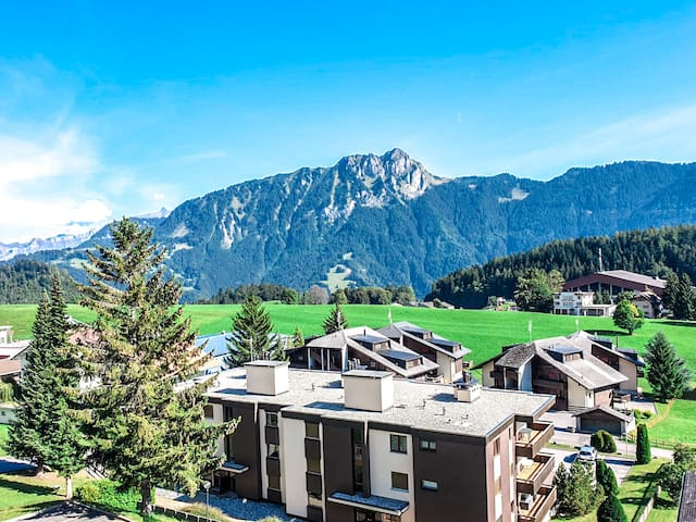 Cozy Studio Apartment with View in Heart of Leysin