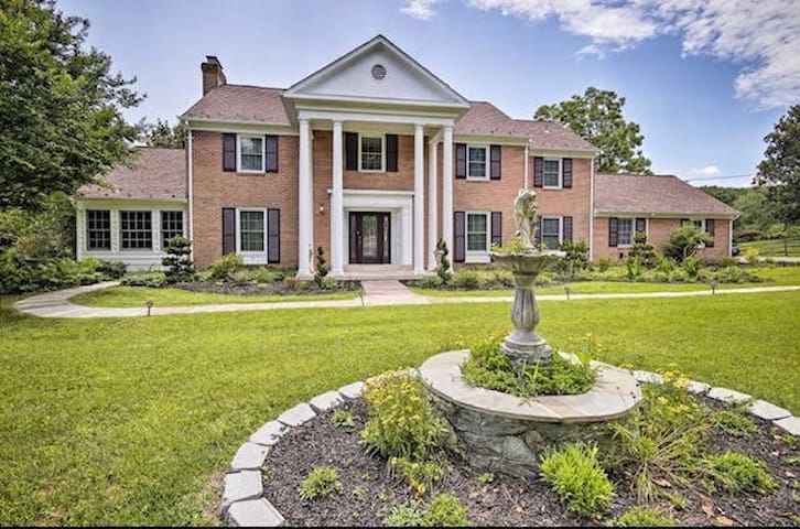 Luxury Potomac Estate 15 minutes from D.C.