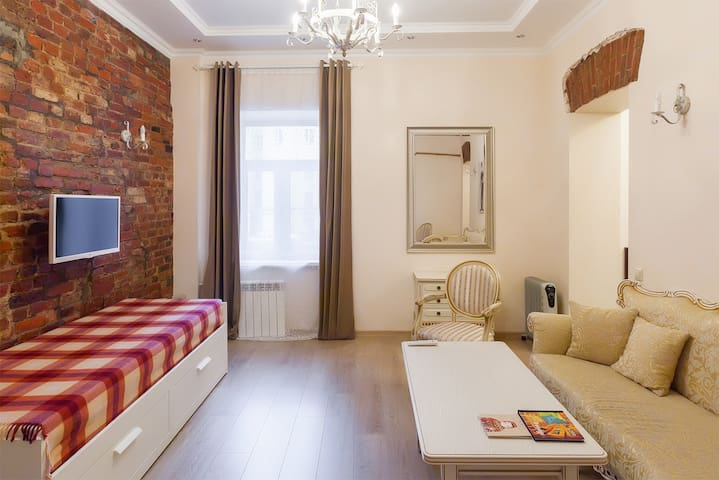 9 min to Hermitage | Quiet 35m2 Studio w/Superhost