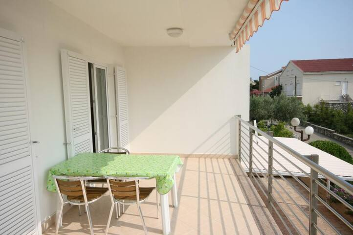 One bedroom apartment with terrace Novalja (Pag) (A-6398-b)