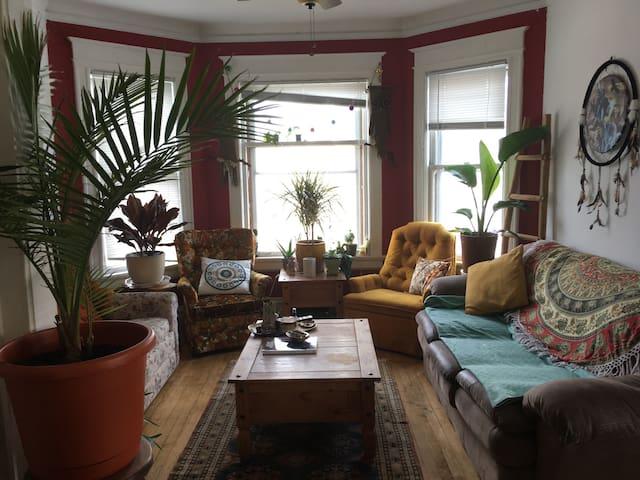 Awesome Cozy East Side House - มิลวอกี้ - บ้าน