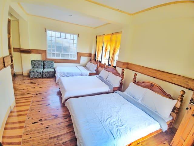 Namnama: A private room at Inandako's BnB