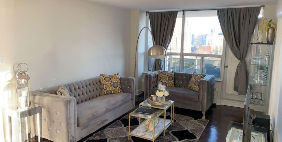 Luxury room in Etobicoke