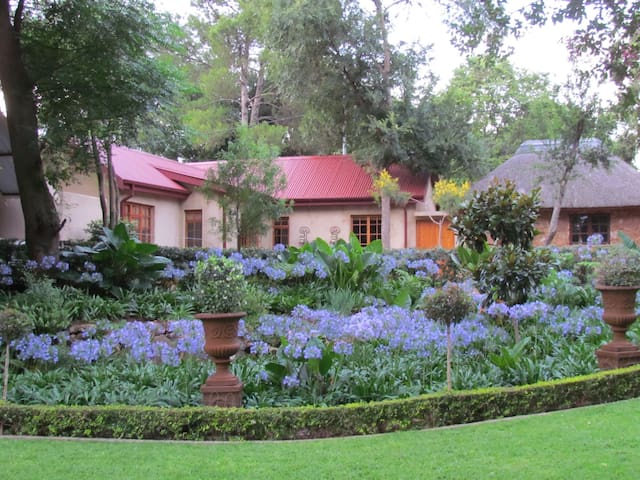Cosy cottage in tranquil garden - Centurion - Apartmen