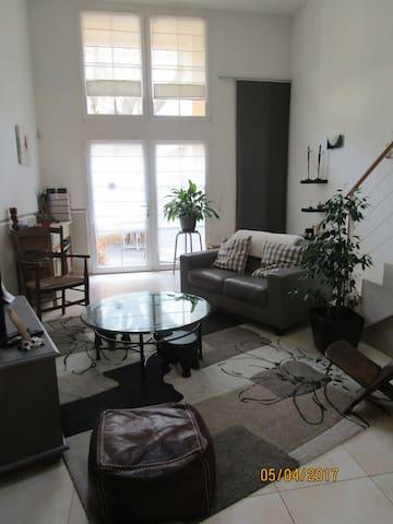 Maison duplex atypique idéale pour une famille - Salon-de-Provence - Reihenhaus