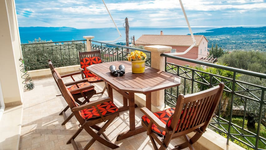 Apartment 150m2  with view at Ionian sea & Ainos!