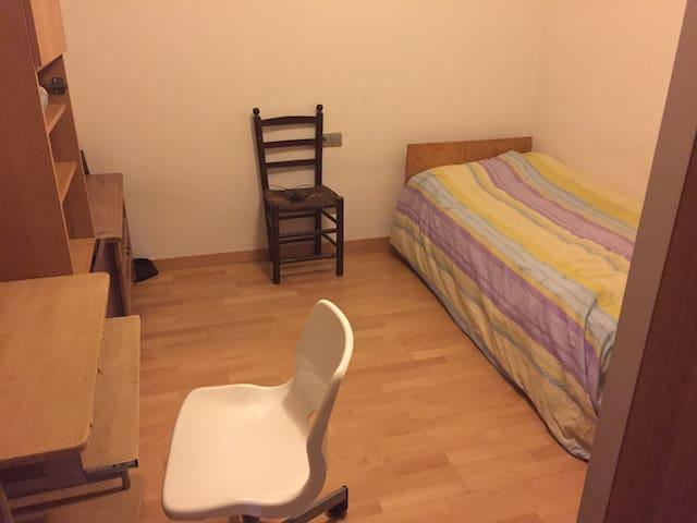 Habitació per a dues persones a Manresa. - Manresa