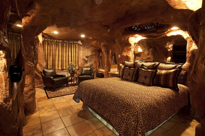 Cave Room - Black Swan Inn Luxurious Theme Rooms