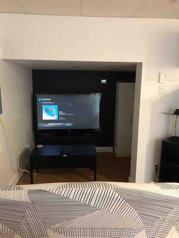 Téléviseur 55 pouce, câblé, lecteur DVD