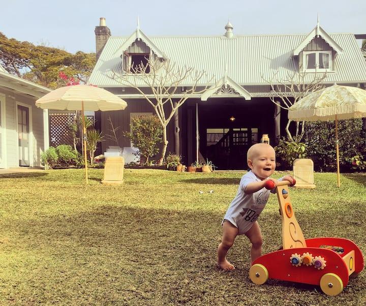 Hobo Homestead - The Old Barn walk to town + beach