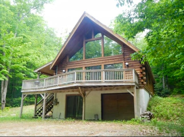 Log Cabin w/ Hot Tub -Stratton and Mount Snow