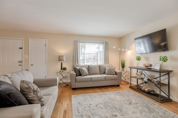 Bright Two-Bedroom Apartment in Arlington