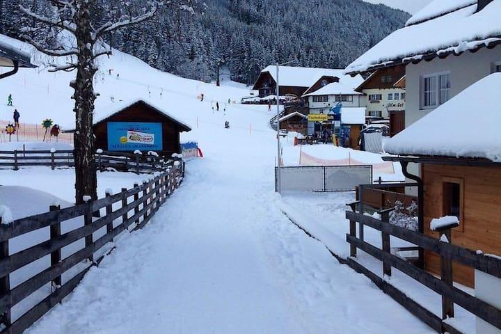 Immediate Surroundings [winter] (<1 km)