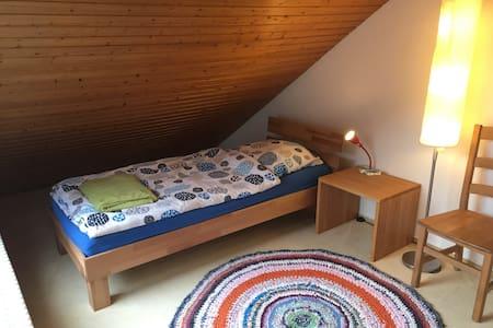 Gemütliches Dachterrassenzimmer - Stuttgart - Huis