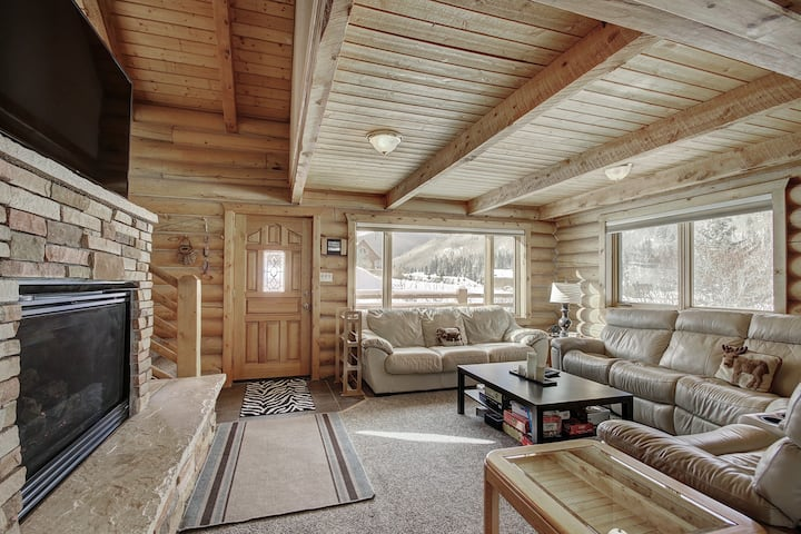 Alpine Ski Lodge: Amazing View and Private Hot Tub