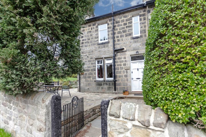 Lovely semi-detached cottage near Harrogate - Huby - House