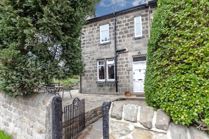 Lovely semi-detached cottage near Harrogate