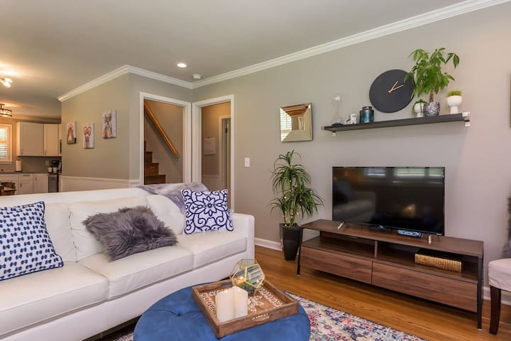 Great Location!Near Airport & 10 miles to Downtown