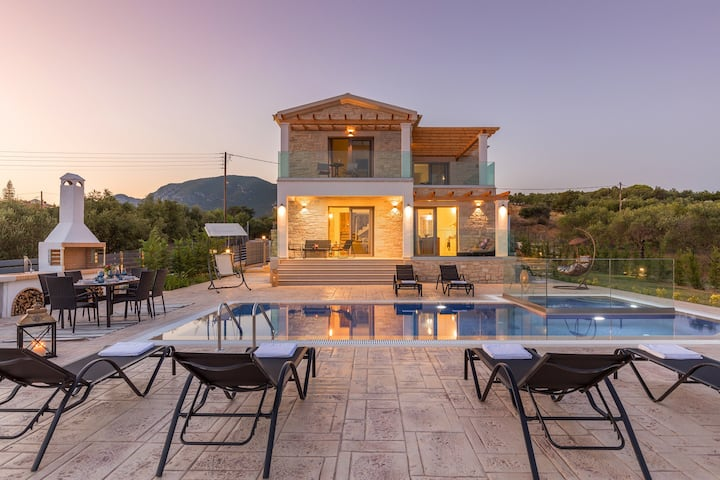 Villa Zeas with private swimming pool