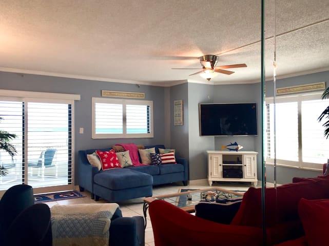 DIRECT OCEANFRONT VIEWS-STEPS FROM THE BEACH - New Smyrna Beach - Condominium