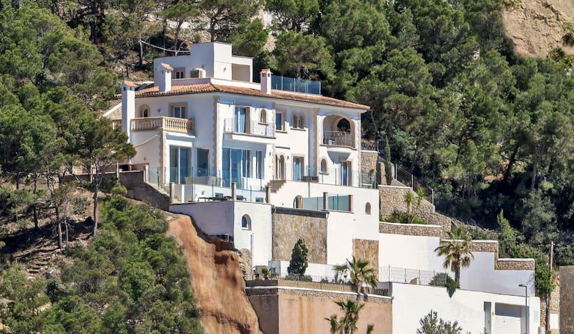 Stilvolle Villa mit Meerblick in Cala Llamp