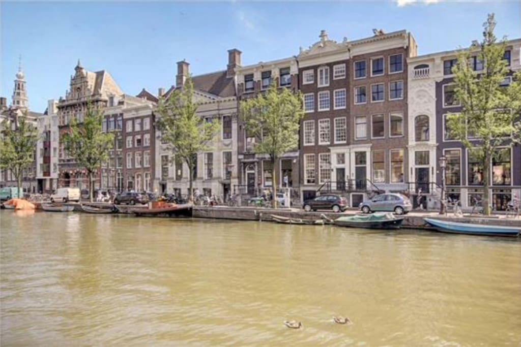 Impressive 17th century building at one of the most beautiful canals in the hart of Amsterdam