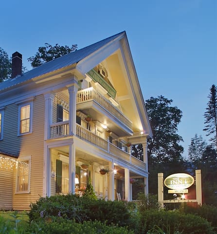 Inn at Crystal Lake and Palmer House Pub 2 - Conway - Bed & Breakfast