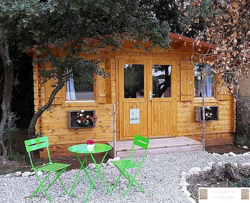 le chalet de l 39 olivade 10 min d 39 avignon chalets louer boulbon. Black Bedroom Furniture Sets. Home Design Ideas