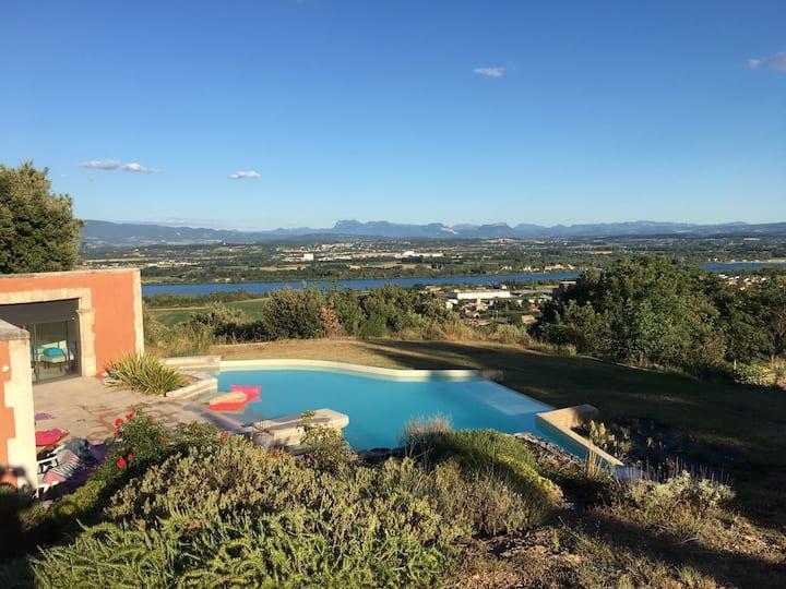 Pool-house 75m² avec piscine et vue sur le Rhône