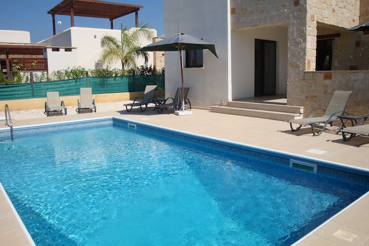 Villa Stephanie by the sea with large private pool - CY - Villa