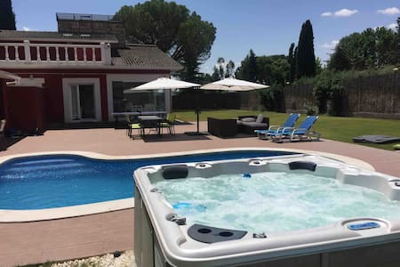Casa del Sol, piscina y Jacuzzi en Madrid. Hab. 4