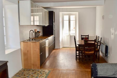Newly refurbished house in the heart of Moulis