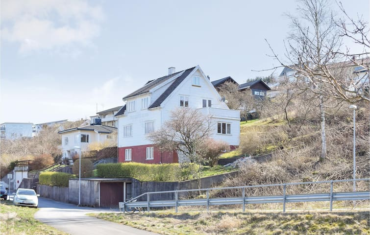 Holiday apartment with 2 bedrooms on 75m² in Farsund