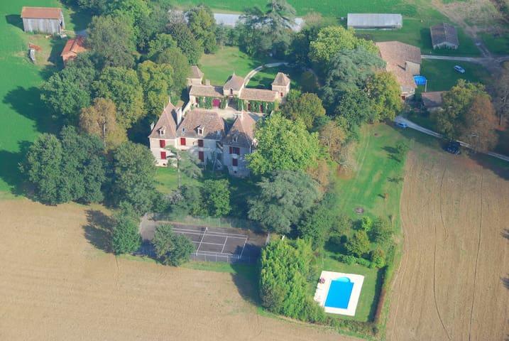 Chateau Lot et Garonne avec piscine et tennis - Grateloup-Saint-Gayrand - Schloss
