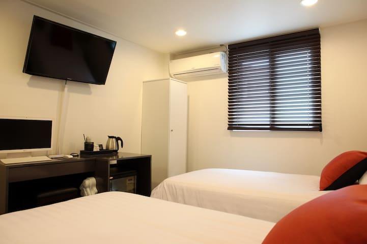 [破格价] 明洞/南大門 5分 即 中文沟通+ 2张单人床+卫生间+WiFi 6