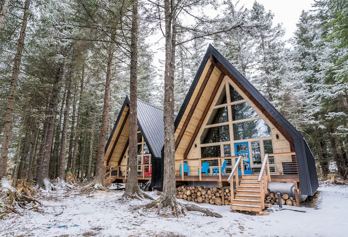 Ocean view A-Frame Cabin (Salted Roots) Blue Door