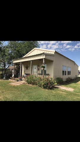 Large Bunk house, on breath taking Ranch in Waco