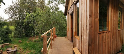 Delightful 1 bedroom cabin with private outdoor bath.
