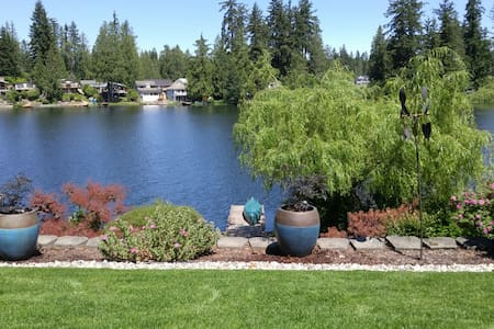 Quiet Lakeside Retreat - Maple Valley