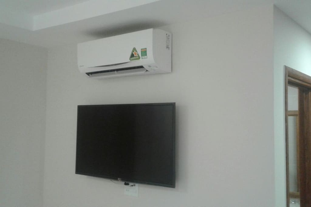 New LG Wifi tv and airconditioner