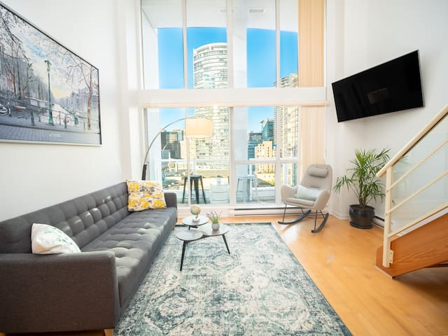 Trendy Loft on Prime Location Downtown Vancouver