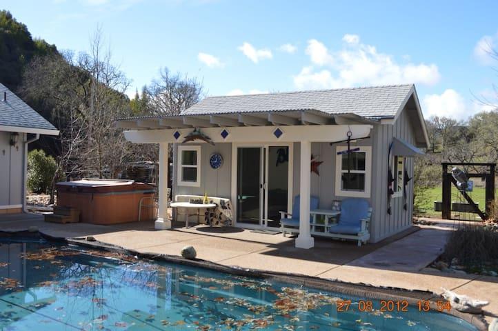 Blues Cabana: no bath or kitchen - Lakeport