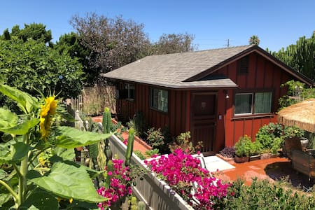 Comfy 1BR Cottage: Quiet, Clean, Close to All