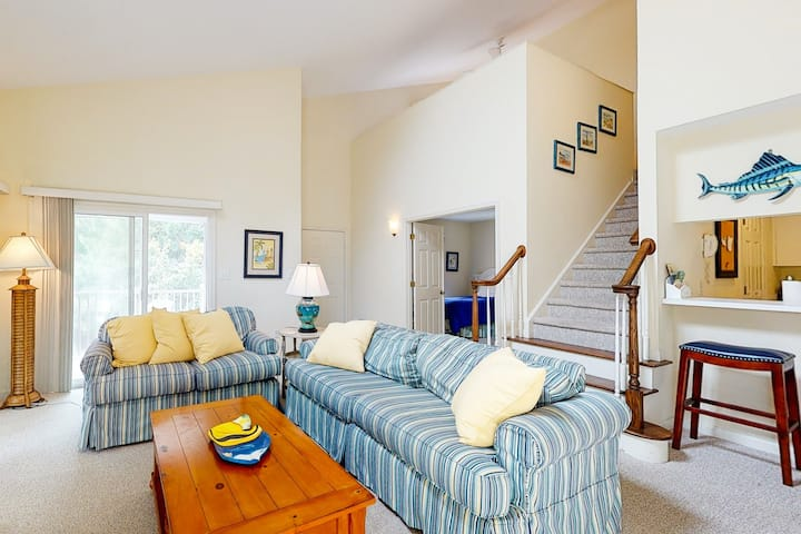 Sea Colony Tennis 2nd floor condo w/ tennis court, gym, and fireplace