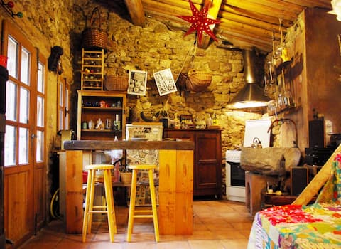 Le Maupas: little house with courtyard in Ménerbes
