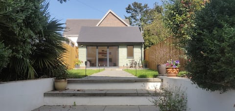 🎃 Self Contained Annexe with a Super King bed 🎃