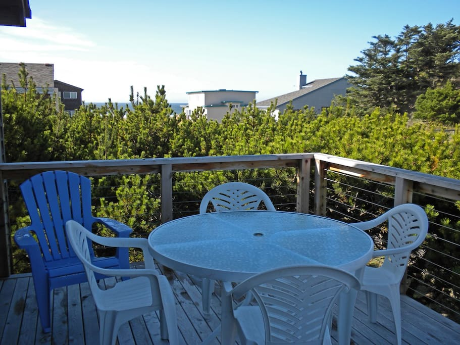 Upper deck with patio table and chairs